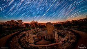 Juan Carlos Casado fotografía el equinocio de marzo desde el dolmen de Lácara.